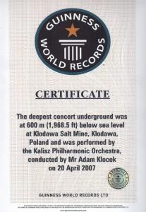 808_certyfikat_rekordu_guinnessa.jpg